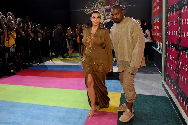 kanye-west-kim-kardashian-mtv-video-music-awards-2015 2